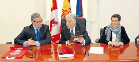 El Subdelegado del Gobierno, Javier Galán en Guijuelo. Foto  La Gaceta.