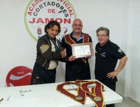 Entrega del título del curso de Cortadores con los maestros Florencio Sanchidrián y Jesús Merino. Foto Jesús Merino.