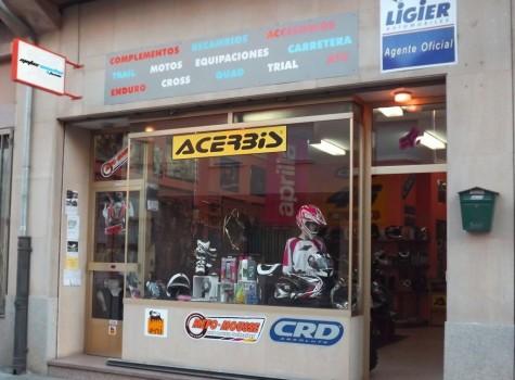 Un comercio de Guiuelo. Foto motosvecchio.com.