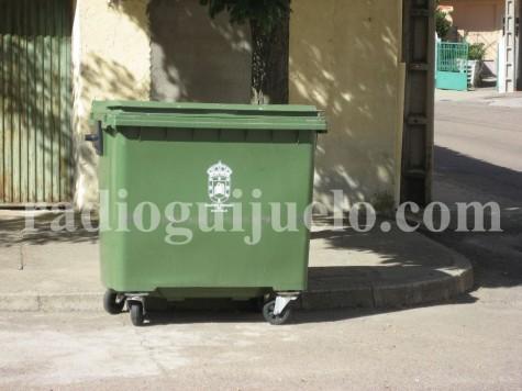 Un contenedor de basura en una calle de Guijuelo