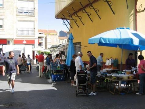 Mercado de los sábados en Guijuelo. Foto archivo.