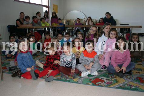 Niños en las Navicolonias.
