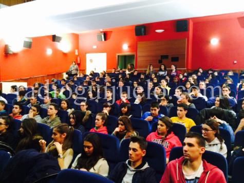 Alumnos del IES Vía de la Plata en el teatro del Centro Cultural.