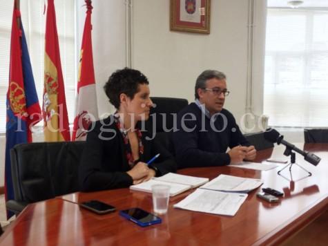 El alcalde de Guijuelo Julián Ramos y la teninte de alcalde Carmen Cortés.