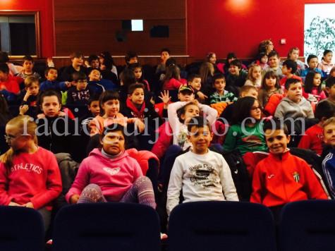 Estudiantes del Filiberto Villalobos en el teatro del Centro Cultural. Foto archivo.