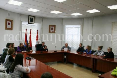 Recepción de las alumnas rusas en el Ayuntamiento de Guijuelo.