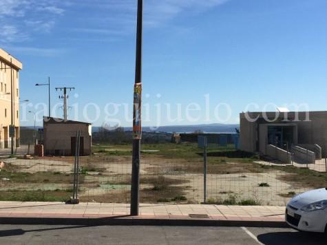 Terrenos donde se ubicará la piscina climatizada.