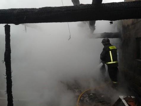 Incendio en Cespedosa. Foto Bomberos de Guijuelo.