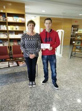 Raúl Campán ganador del concurso de twitter de la Biblioteca que se entregó en el día de ayer.