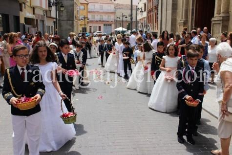 Niños de la primera Comunición en la procesion del Corpus.