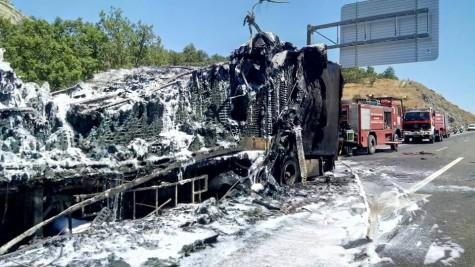 Incendio de un camión en la A-66. Foto Bomberos Guijuelo.