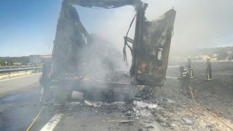 Incendio ayer en A-66. Foto bomberos Guijuelo