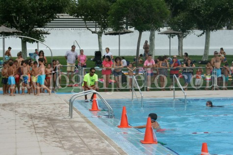 Guijuolimpiadas celebradas en la piscina municipal. foto archivo.