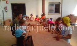 Niños Ludoteca en taller alfarería.