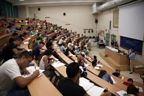 Alumnos examinándose de Selectividad. Foto notasdecorte.org.