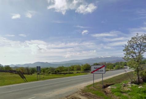 Carretera  a su paso por Nava de Béjar. Foto Google Maps.