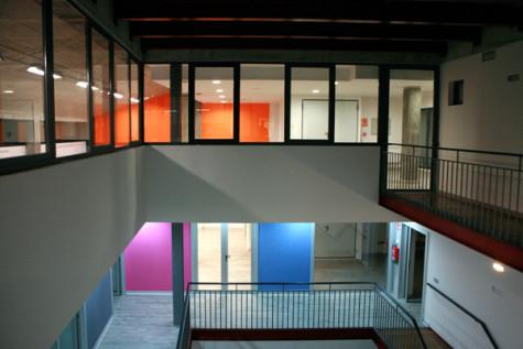 Interior del Ayuntamiento de Cespedosa de Tormes. Foto naconstruccion.es.