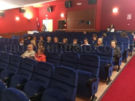 Público asistente a la presención del libro Tan alta como un ciprés