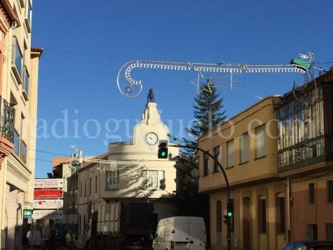 Instalación de las luces navideñas en Guijuelo.