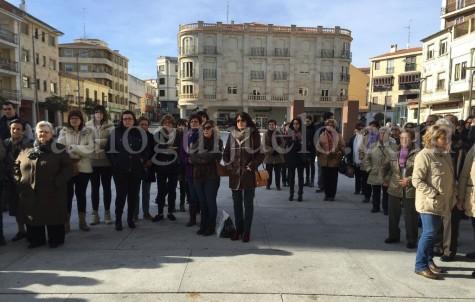 Público asistente en la conmemoración del Día Internacional contra la Violencia de Género