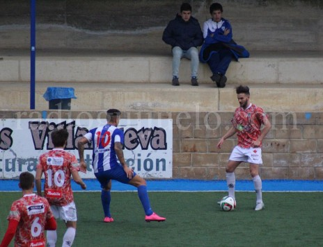 Raúl Ruiz intenta marcharse de un rival en Merkatondoa.