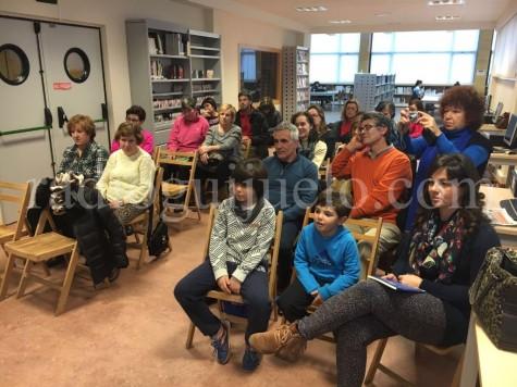 Público asistente en la presentación del libro Álmame Poemas.