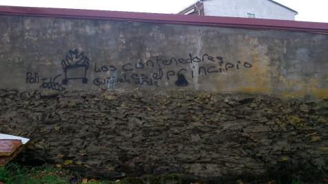 Pintadas en un pared de Guijuelo. Foto Policía Local