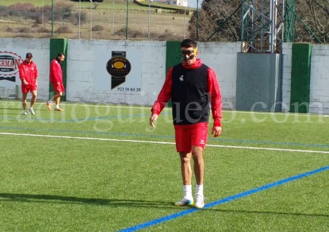 Antonio Moreno entrenó en el día de hoy con máscara.