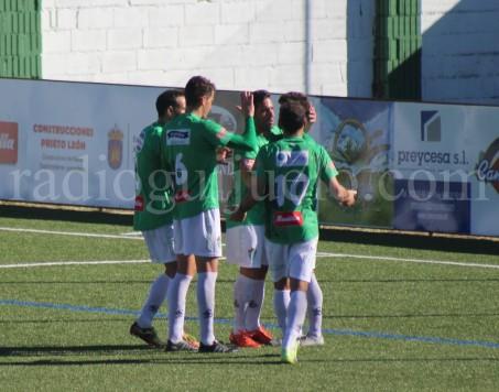 Celebración de un gol del CD Guijuelo en el Municipal.