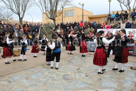 El Grupo Folclórico El Torreón bailó en la primera jornada de Matanza