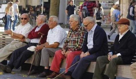 Hombres mayores de 65 años.