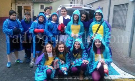 Un grupo de niños disfrutando del lunes de Carnaval