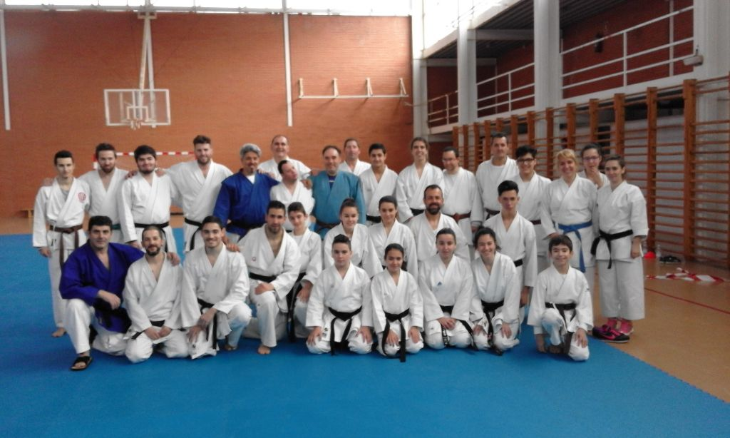 Guijuelo encumbra a 17 cinturones negros de k rate radio for Gimnasio fraile