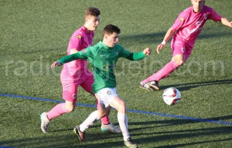 Jonxa Vidal ante un jugador del Compostela
