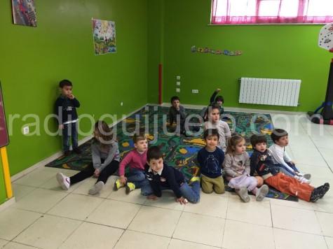 Niños y niñas en la Ludoteca.