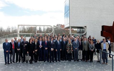 Representantes municipales en la firma de ayer en Valladolid. Foto Junta CyL