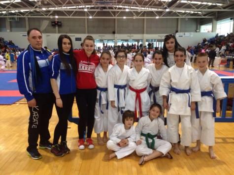 Karatecas guijuelenses en el regional de kárate. Foto Gimnasio la Luna