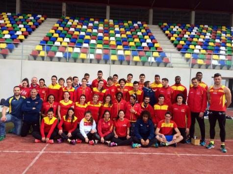 David Alejandro con la selección española de atletismo. Foto Antonio Sánchez.