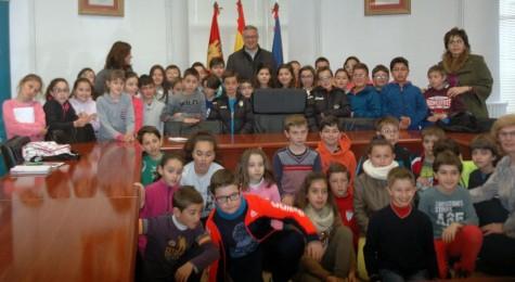 Alumnos del Filiberto Villalobos en el Ayuntamiento de Guijuelo.