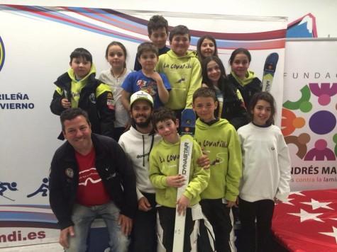 Juan Matas con su equipo. Foto club deportivo La Covatilla