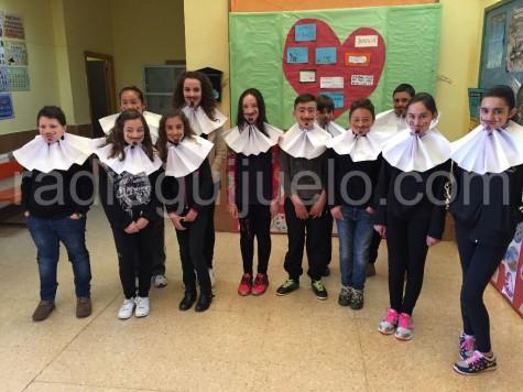 Alumnos de Sexto de Primaría del Miguel de Cervantes en el Día de homenaje a Miguel de Cervantes.