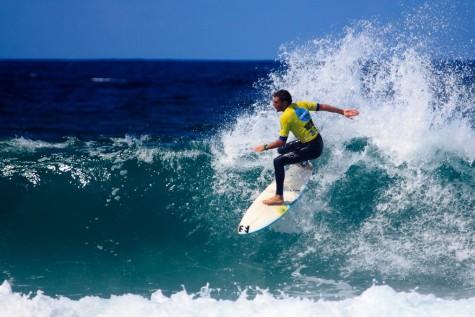 Surf en una playa de A Coruña. Foto Miguel Navaza.