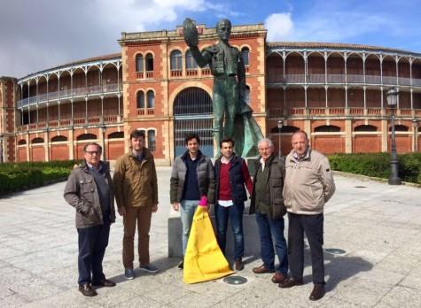 Miembros de la Asociación Taurina de Guijuelo junto a Junan del Álamo. Foto Juan Álamo