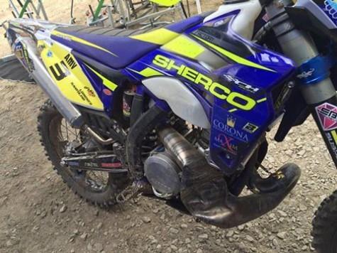 Así quedó la moto de Lorenzo Santolino tras la caída. Foto L.S.