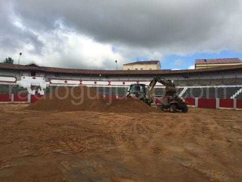 Obras en la plaza de toros de Guijuelo.