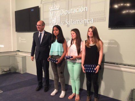 Las alumnas de Guijuelo en los premios REGTSA. Foto Diputación de Salamanca