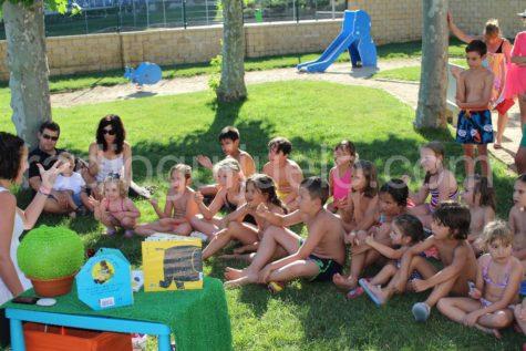 Cuentacuentos en la piscina municipal.