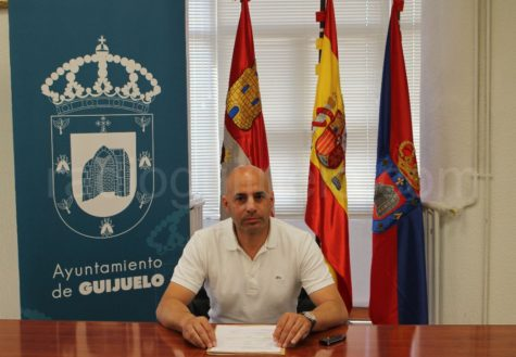 El concejal de Festejos, Samuel Fernández en la presentación del programa de fiestas.