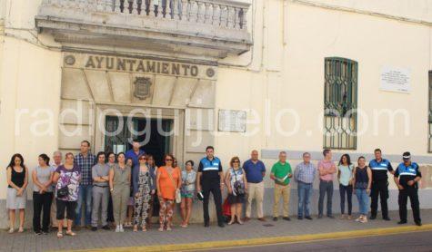 Minuto de silencio a las puertas del Ayuntamiento de Guijuelo.