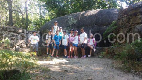 Niños de las semicolonias en la ruta.